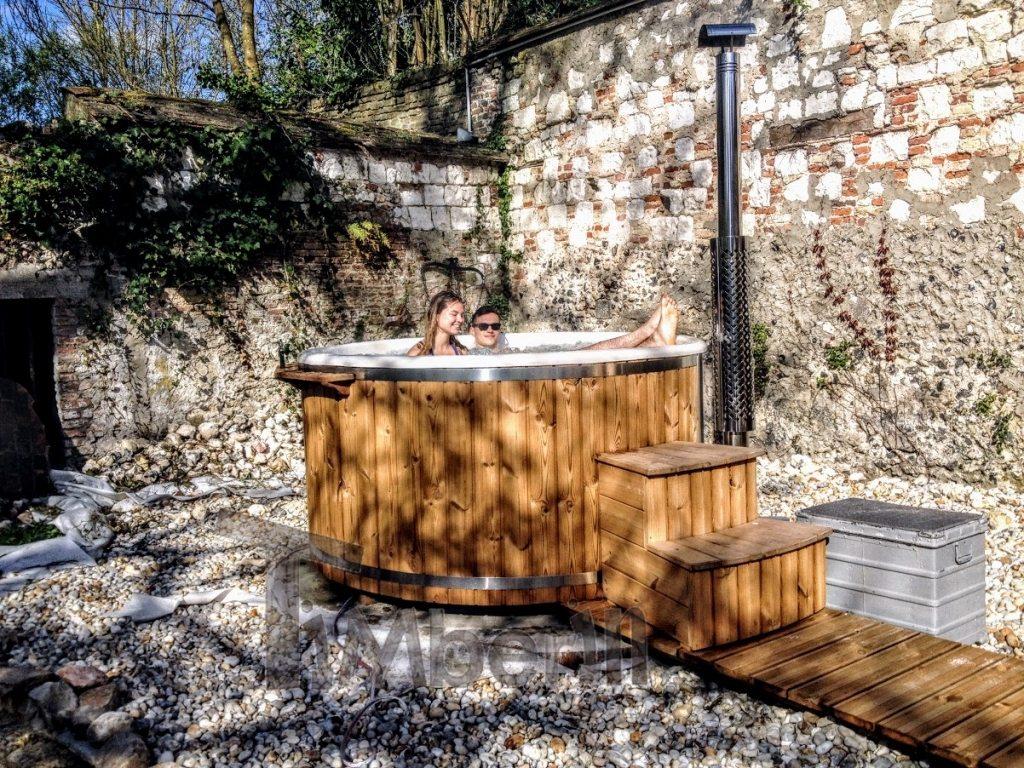 Fiberglass outdoor jacuzzi hot tub France (1)