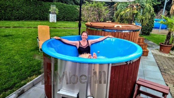 Outdoor hot tub jacuzzi Switzerland just received